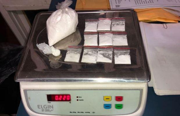 Cocaína apreendida com os traficantes