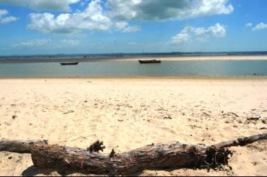 Pescador morre afogado em praia na Raposa