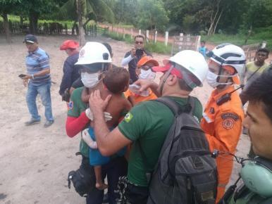 Bombeiros e CTA resgatam menino de 3 anos que estava desaparecido na zona rural de Caxias