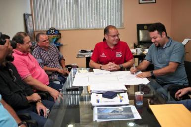 Construção de Parque Aquático do Complexo Esportivo Canhoteiro deve durar um ano