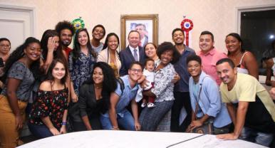 Maranhão sanciona leis de apoio a juventude e esporte