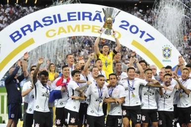 Corinthians empata com o Galo, mas levanta taça de campeão brasileiro