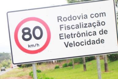 Placa de alerta para radares de velocidade deixa de ser obrigatória