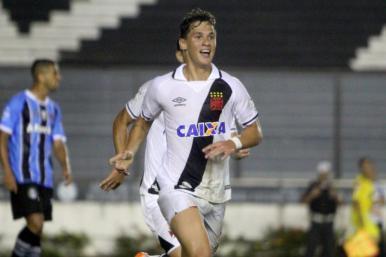 Vasco vence o Grêmio e chega ao G-6 do Brasileirão