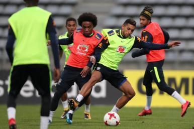 Seleção Brasileira inicia preparação em Paris para amistoso contra Japão