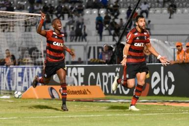 Flamengo vence e sai na frente da Ponte Preta