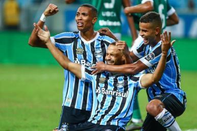 Copa do Brasil: Grêmio avança, e Palmeiras estreia com vitória