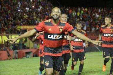 Sport vence o Atlético-PR e assume vice-liderança do Brasileirão