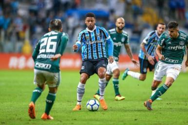 Palmeiras vence em Porto Alegre, ultrapassa o Grêmio e entra no G-4