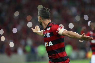 Líder, Flamengo vence o Paraná e mantém arrancada no Brasileirão