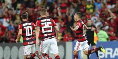 Flamengo bate a Chapecoense e volta a vencer no Brasileirão