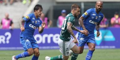 Palmeiras vence o Cruzeiro e assume a liderança do Brasileirão