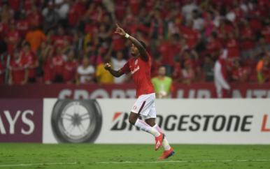 Internacional cede empate ao River, mas segue no topo da Libertadores