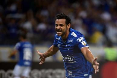 Fred marca três, Cruzeiro goleia o Huracán e avança