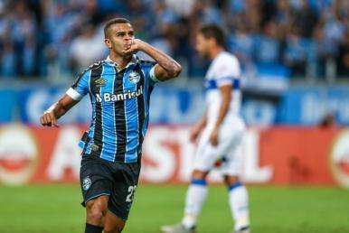 Grêmio bate a U. Católica e avança às oitavas de final da Libertadores