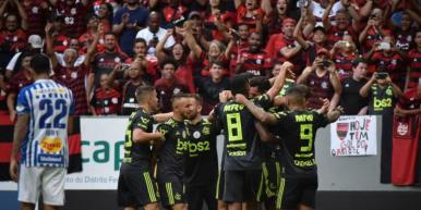 Flamengo vence o Avaí e se mantém na liderança do Brasileirão