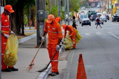 Prefeitura intensifica serviços de limpeza em bairros e nas principais vias da capital