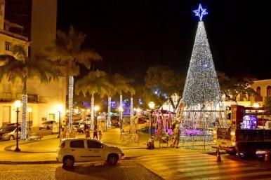 Prefeitura acompanha teste da iluminação de Natal das praça Dom Pedro II e Benedito Leite
