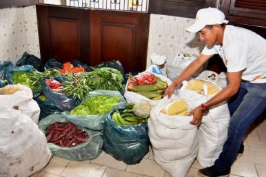 Abrigo para Pessoas em Situação de Rua recebe cestas de alimentos em SL