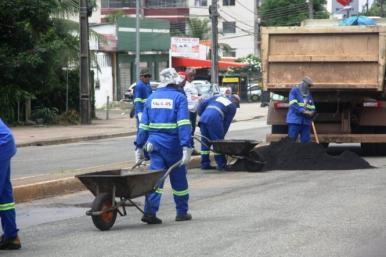 Ruas e avenidas de grande fluxo de São Luís recebem serviços de infraestrutura