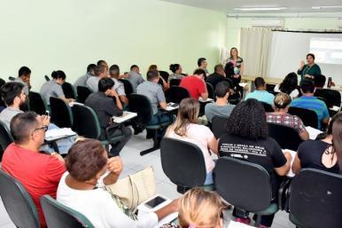 Vendedores de alimentos nos arraiais de São Luís recebem treinamento
