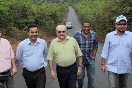 Prefeitura vistoria obras de pavimentação na Zona Rural de São Luís