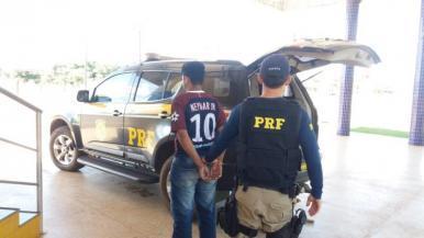 PRF prende jovem com 10 kg de maconha na BR 010 em Porto Franco