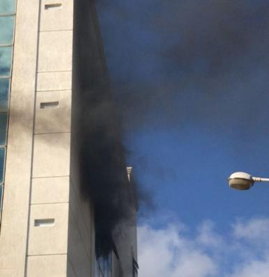 Sala em prédio comercial pega fogo no Calhau