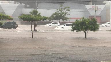Chuva causa alagamentos e traz transtornos aos moradores de São Luís