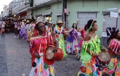 Cortejo artístico abre a 13ª Aldeia Sesc Guajajara de Artes