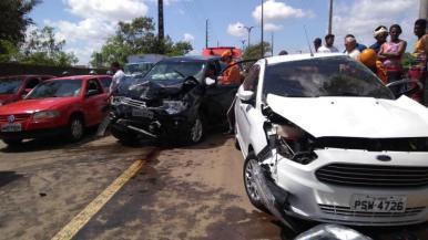 Motorista morre após colisão na Avenida dos Africanos