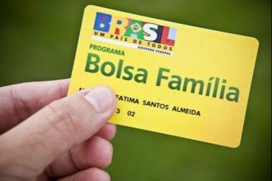 Bolsonaro anuncia criação do 13º salário do Bolsa Família