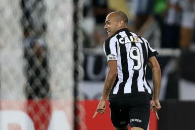 Botafogo vence o Fla em clássico no Nilton Santos