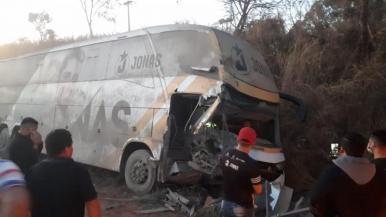 Acidente com ônibus de Jonas Esticado deixa três feridos no MA