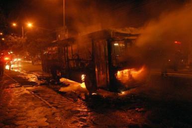 Morre menina queimada durante ataque a ônibus na Vila Sarney