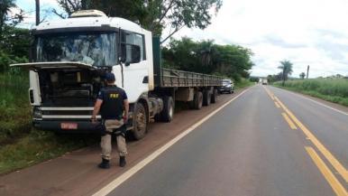 PRF recupera caminhão roubado que estava abandonado na BR-010
