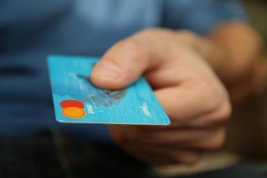 CAE analisa tarifa fixa sobre vendas com cartão de crédito