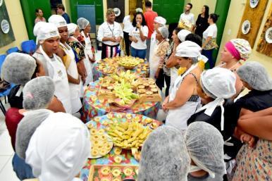 Centro de Capacitação em Culinária Típica forma 1ª turma em oficina
