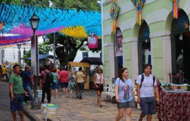 Mesmo após São João, Centro Histórico continua agitado nas férias