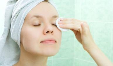 Aprenda a retirar corretamente a maquiagem