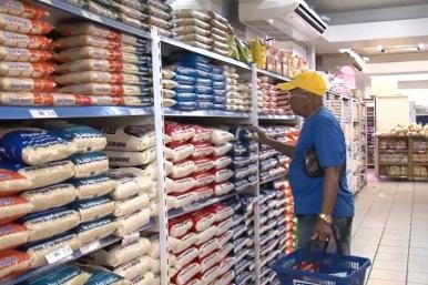 Presidente assina decreto que reconhece supermercado como atividade essencial