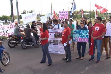 Professores e estudantes protestam contra contingenciamento de verbas na UFMA