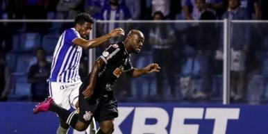 Avaí e Corinthians empatam na Ressacada pela Série A do Brasileirão
