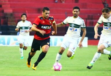 Em jogo de 7 gols, Coritiba bate o Sport e se distancia do rebaixamento