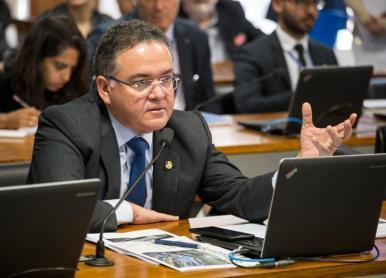 Roberto Rocha defende maior presença da indústria cultural no Maranhão
