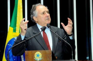 Senador Cristovam Buarque tentará candidatura à Presidência da República