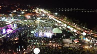 Flávia Bittencourt, Alceu Valença e Nando Cordel levaram multidão para Arraial da Maria Aragão