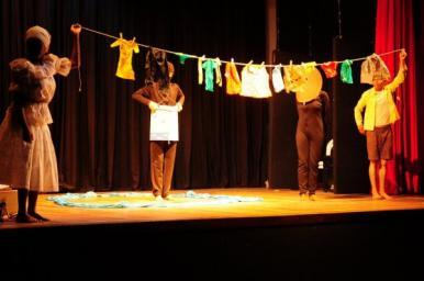 """Programação de espetáculos e oficina comemora """"Dia mundial do Teatro"""""""