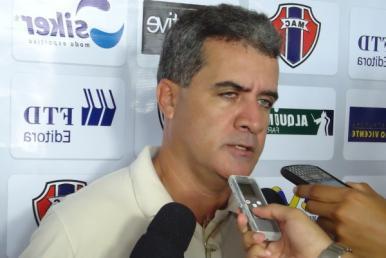 Vinicius Saldanha é anunciado como o novo técnico do MAC