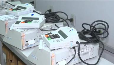 Justiça Eleitoral realiza simulado para testar hardware da urna eletrônica
